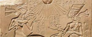 Le pharaon Akhenaton est le fils de la reine Tiyi et du roi Amenhotep III