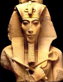 Le roi Akhénaton - La tombe contenait une grande quantité de matériel funéraire royal appartenant à la XVIIIedynastie.